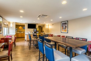 Comfort Inn & Suites Albuquerque - Breakfast Room Seating