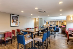 Comfort Inn & Suites Albuquerque - Ample Seating in Our Breakfast Room