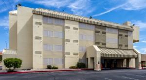 Comfort Inn & Suites Albuquerque - Hotel Exterior