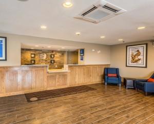 Comfort Inn & Suites Albuquerque - Hotel Lobby