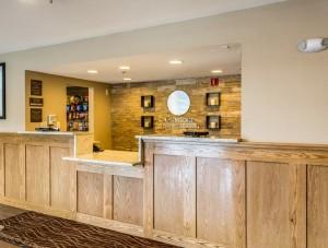 Comfort Inn & Suites Albuquerque - Front Desk