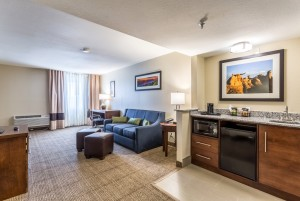Comfort Inn & Suites Albuquerque - Guest Suite with Sofa